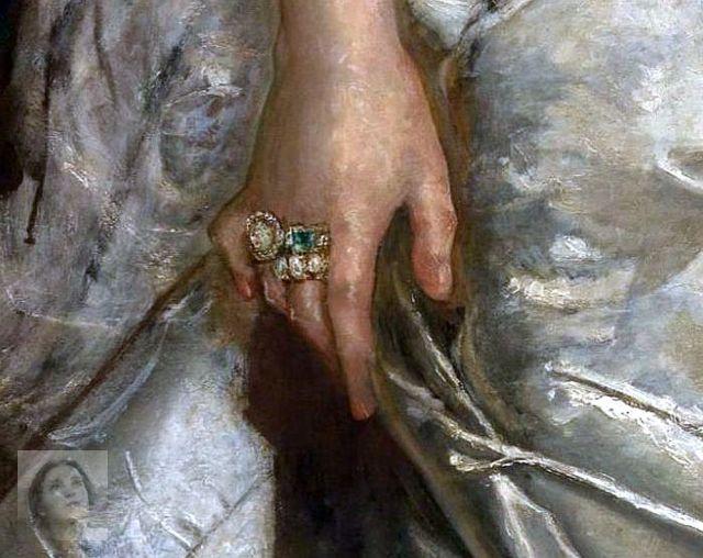 Idris - lady-white-right-hand